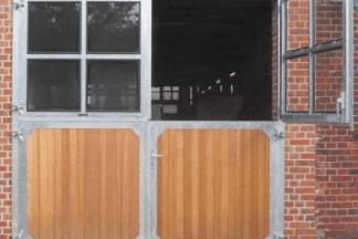 Dubbele vierdelige staldeur - met vensters